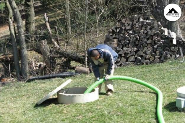 Observe Septic tank Pipes